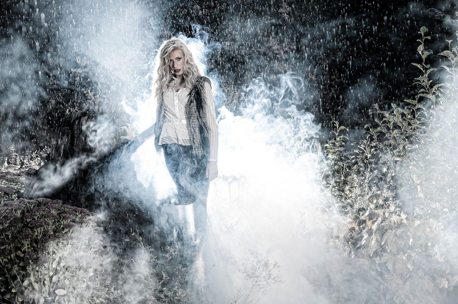04-photonuvo-senior-pictures-rain-fog