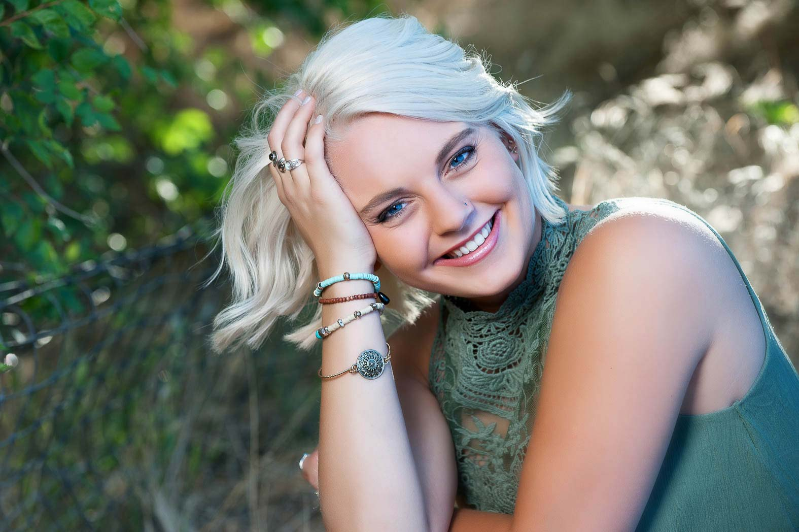 karina-sweet-smiling-traditional-cute-senior-pictures-photonuvo