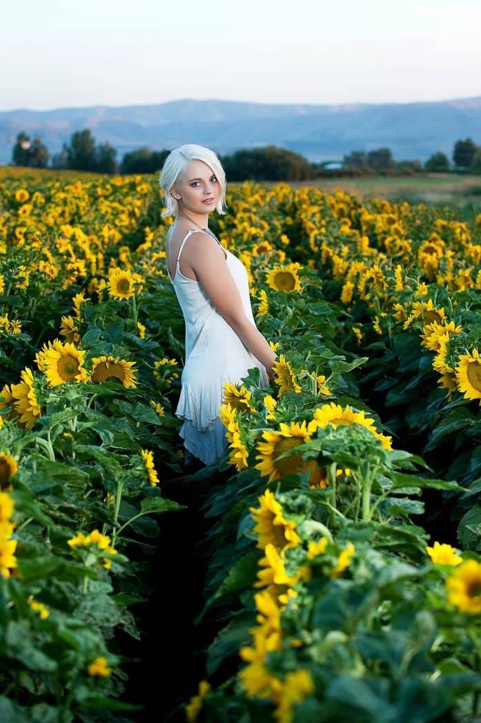 karina-sunflowers-senior-pictures-farm-country-portraits-photonuvo