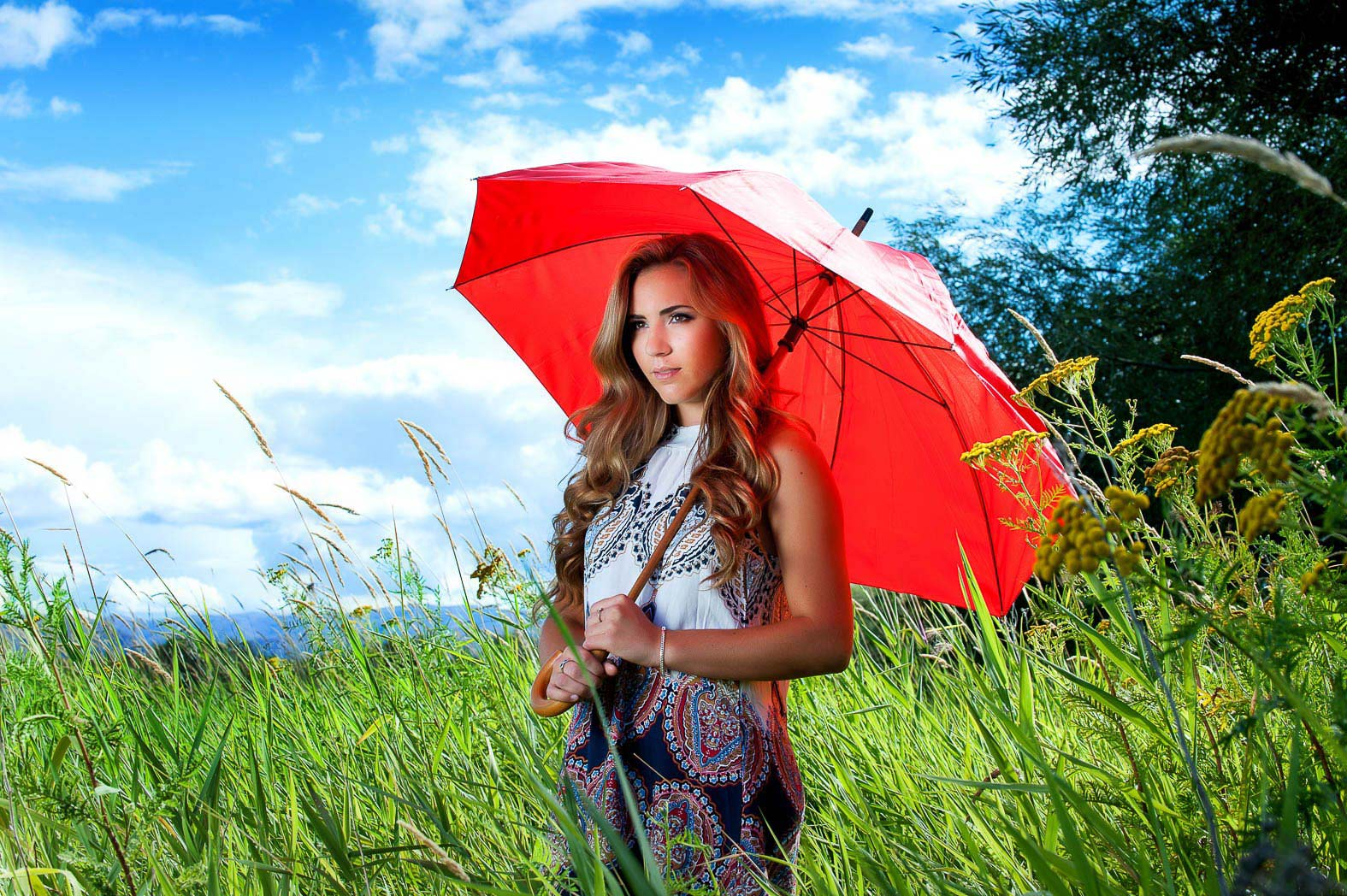 senior picture of girl posing with red umbrella