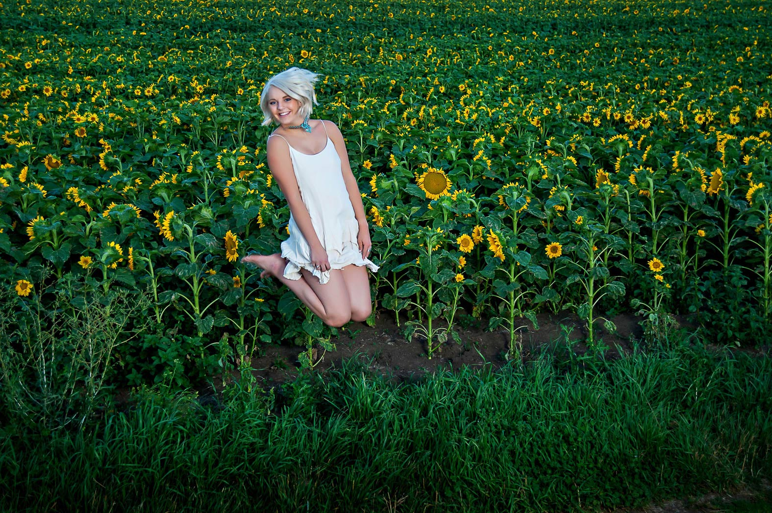 karina-sunflowers-senior-pictures-country-girl-farm-photonuvo