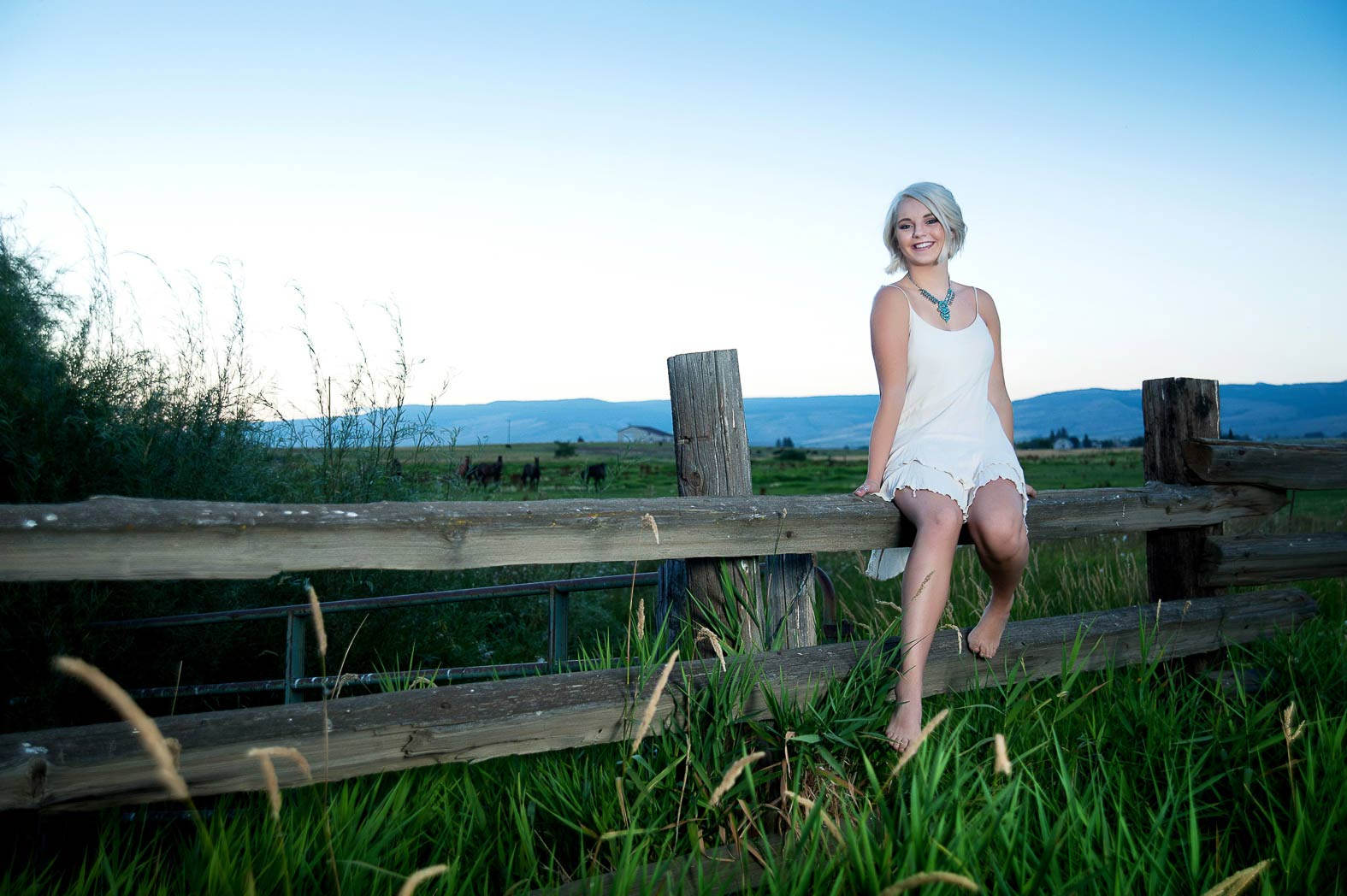 karina-country-girl-senior-pictures-farm-photonuvo
